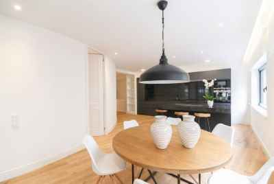 Renovated apartment with wonderful design in a quiet area of Barcelona